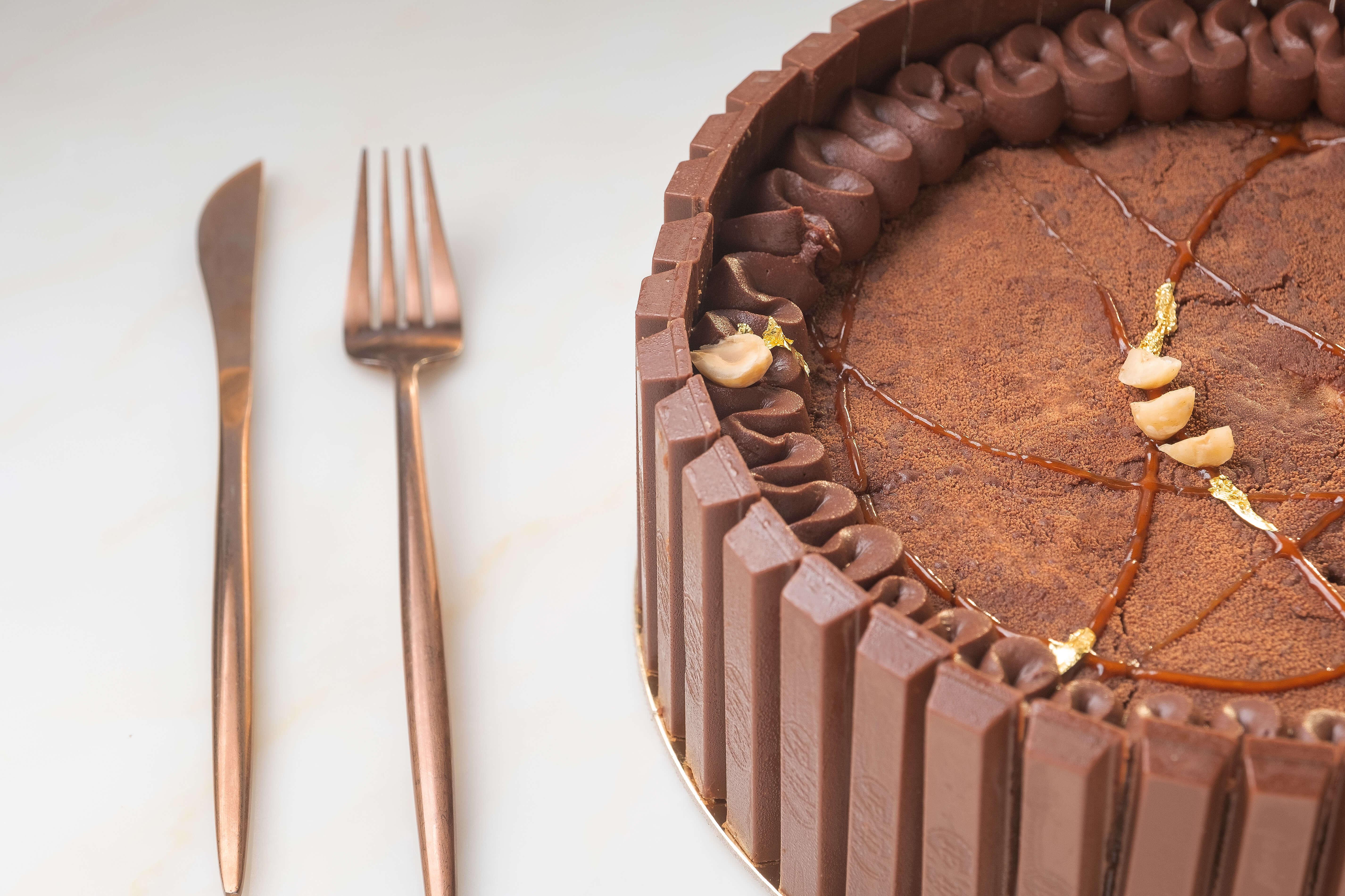 Profitrole-Kitkat-Cake